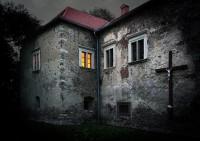 © Ľubica Kremeňová - Zabudnuté svetlo